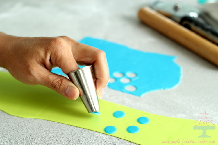 Making polka dotted fondant