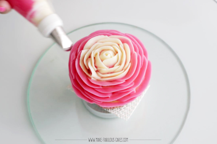 how to make two tone rose cupcakes