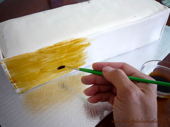 painting wood on cake