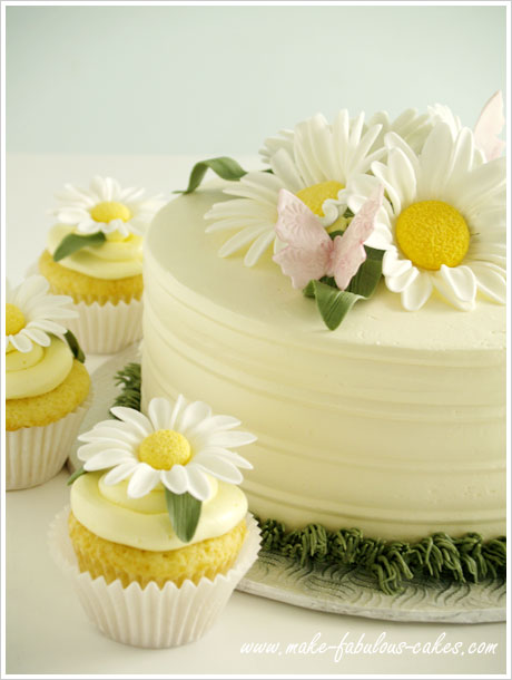 Daisy cake and cupcakes