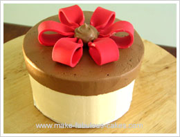 cake with fondant bow