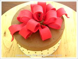 fondant bow on a cake