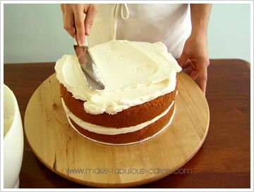 Images Of Cake With Icing : Icing a Cake Smoothly