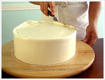 smoothing top of cake