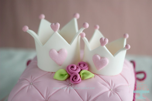 How To Make Pillow Shaped Cakes