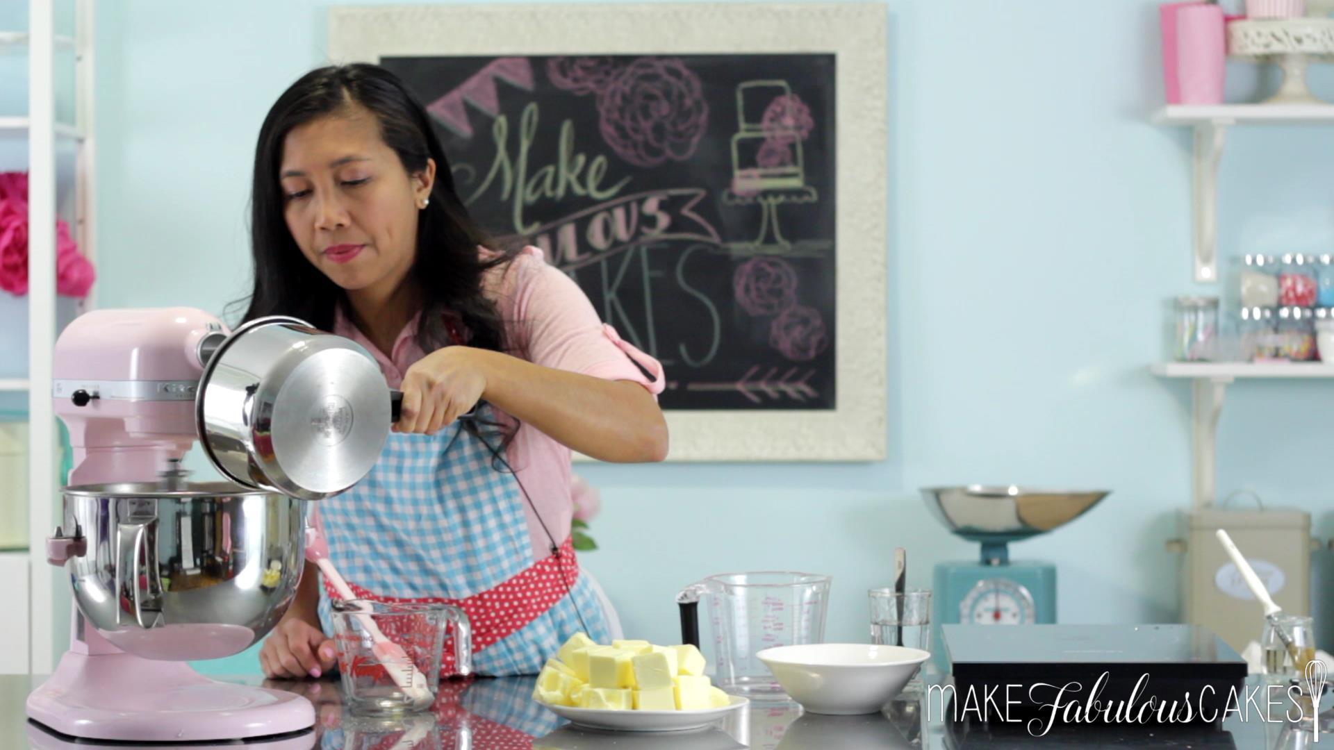making buttercream frosting