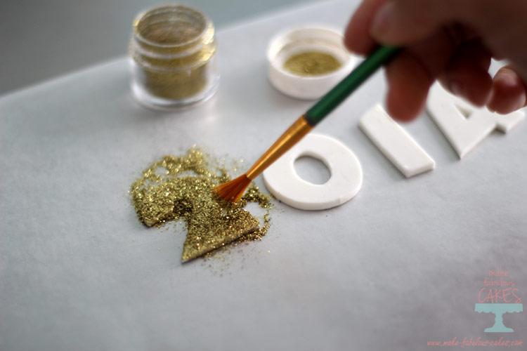 brush sparkle dust