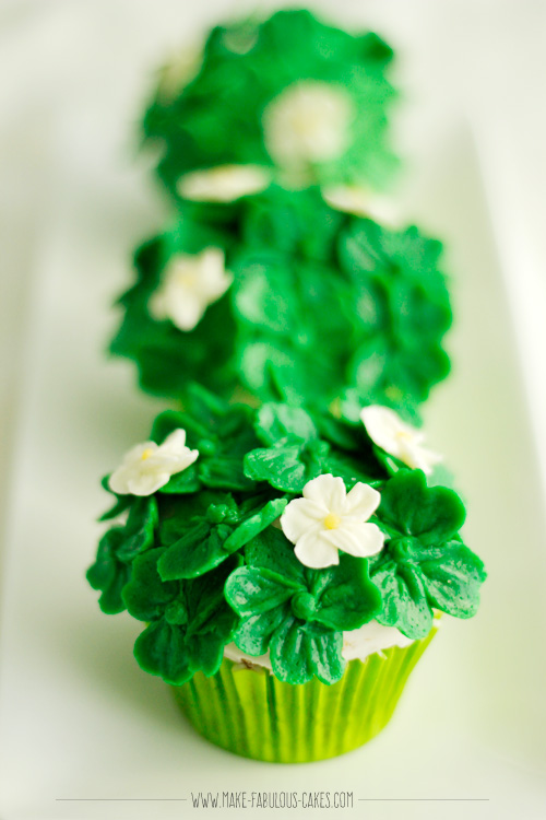 buttercream 4 leaf clover cupcakes