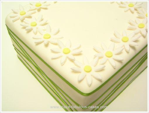 gum paste daisy cake