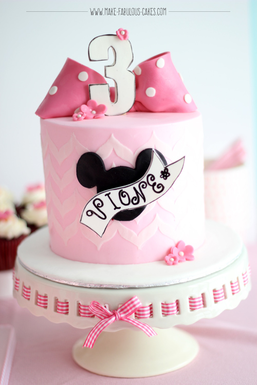 vintage Minnie mouse birthday cake