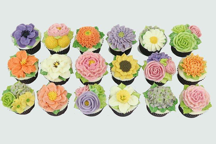 Queen of Hearts Custom Cake  Buttercream Flower CupCakes