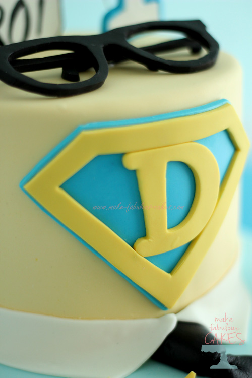 Superman Logo in gumpaste
