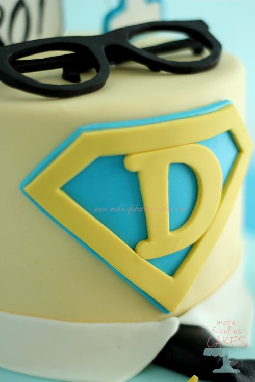 Superman Logo in gumpaste